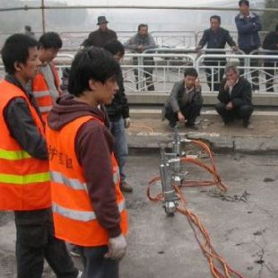 液压劈裂机在拆除公路桥梁中的工程爆破方案