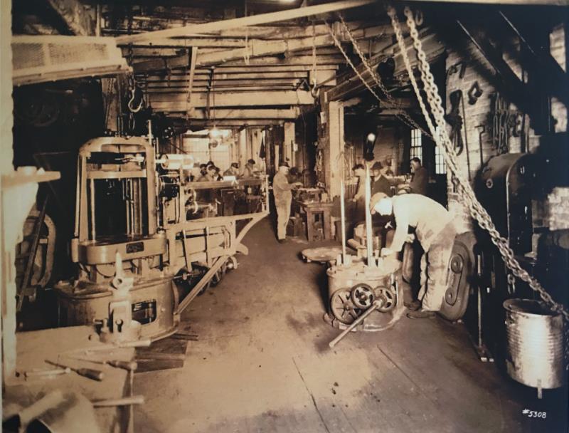 用于生产最畅销万能试验机的车间(第一台万能试验机于1880年在此生产).png