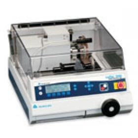 IsoMet? 4000 & 5000 線性精密切割機