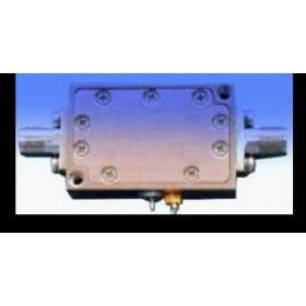 小信号高增益低噪声放大器