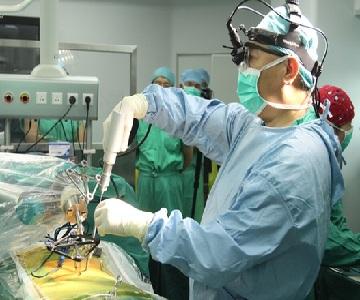 """国产骨科手术机器人成功突破脊柱外科手术""""禁区"""""""