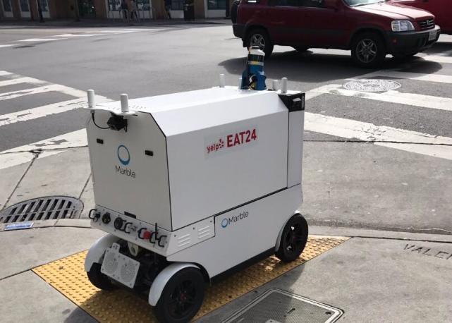 餐饮服务自动化方兴未艾 机器人上路送餐仍存问题