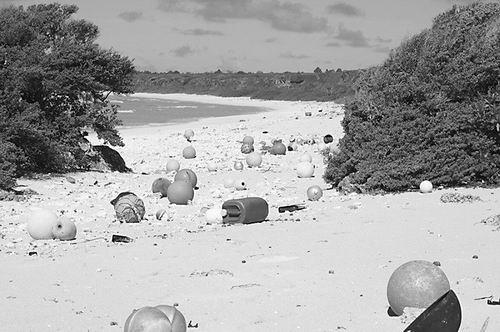 塑料垃圾淹没太平洋小岛