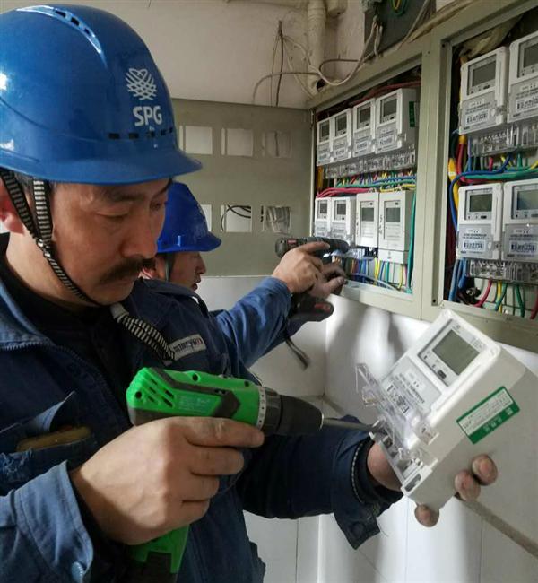 陕西镇安供电公司免费为用户更换智能电表