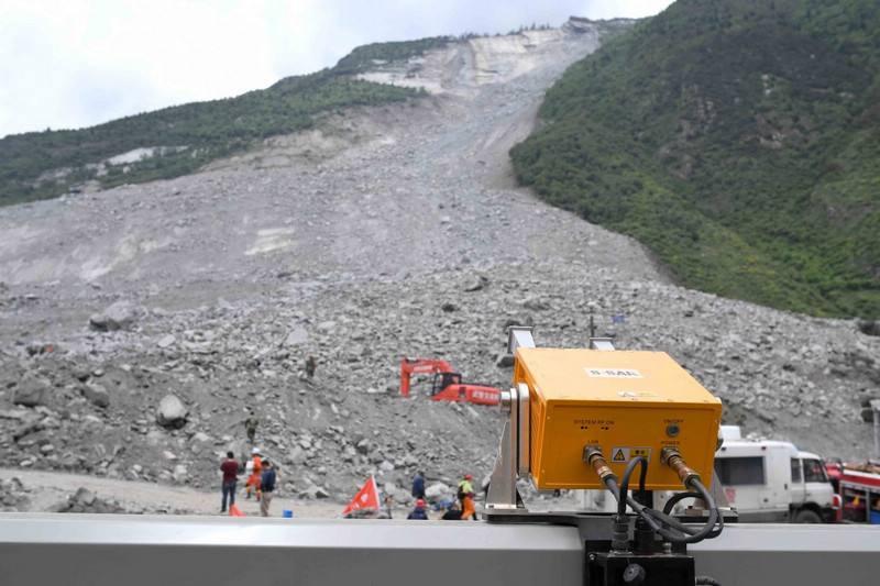 国内唯一边坡雷达探测仪搭建完成 实时监测山体