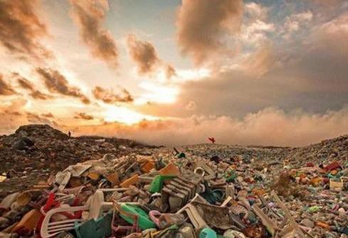 """塑料垃圾将""""占领地球"""""""