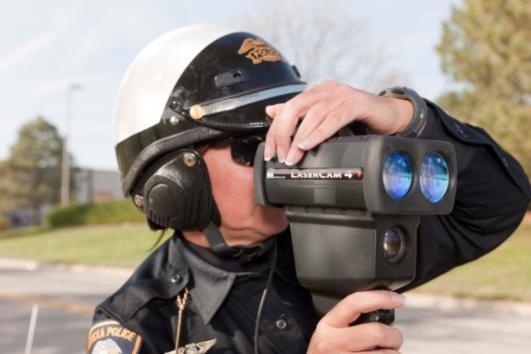 执法人员采用LaserCam 4手持式高清摄像激光雷达设备