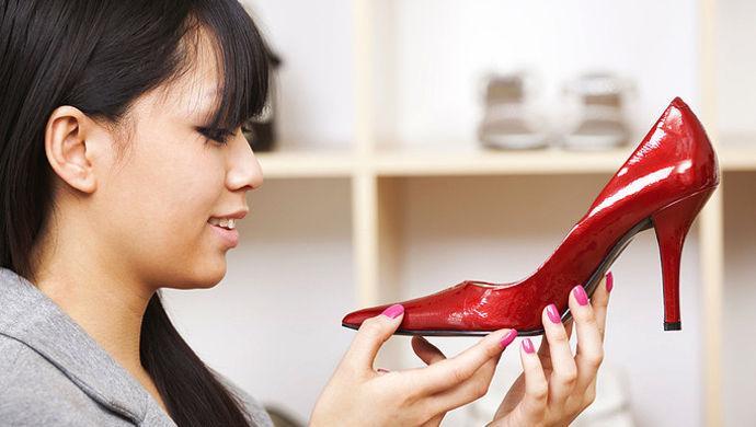 长期穿高跟鞋增加患癌风险?