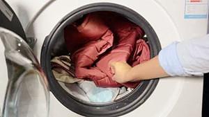 羽绒服真的能放洗衣机清洗吗?