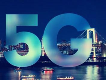 ?#36824;?#27785;浸于自?#34892;?#29255; 三星与华为开启5G手机大战