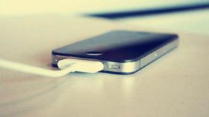 一边充电一↑边使用手机,手机真�的爆炸吗?
