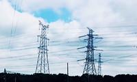 國內首次直升機桿塔組裝!50米高空精準對接5噸高壓電線塔