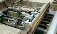 """""""无砟轨道智能铺轨机组""""为张吉怀高速铁路铺设500米长钢轨"""