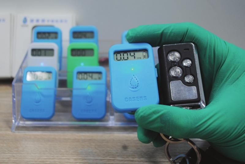 第二代甲醛浓度检测仪很小巧,非常适合随身携带。  □记者 周建越 摄