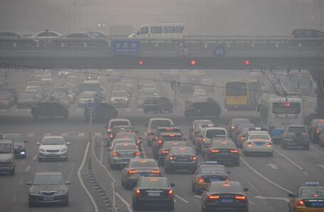 大气污染的原因汽车尾气.jpg
