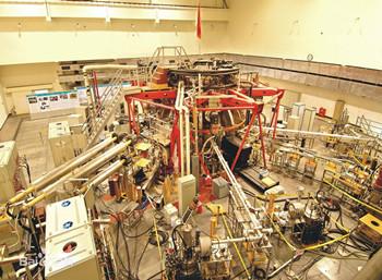 """大科学装置""""试制内置式低温泵及真空穿透项目"""